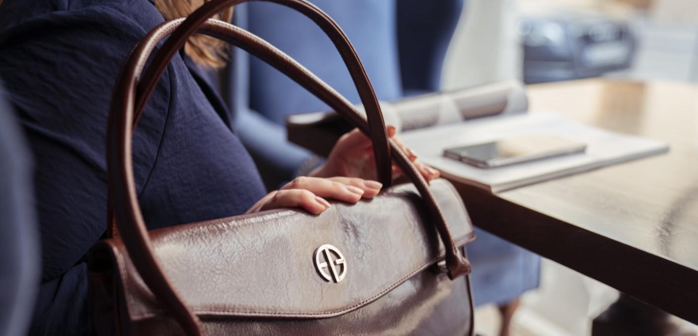 Co torebka mówi o kobiecie?