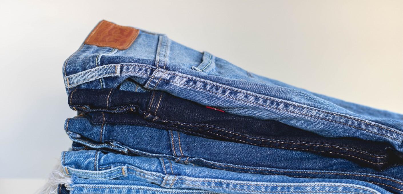"""Jeansy a moda, czyli historia """"wytarta"""" w bawełnie"""