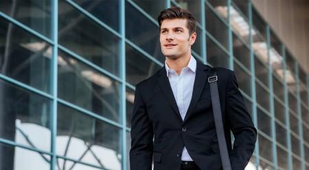 Jak dobrać męską torbę na ramię i jak ją nosić?
